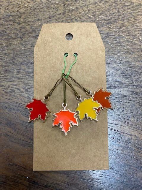 Multi-Color Leaves Stitch Marke 1